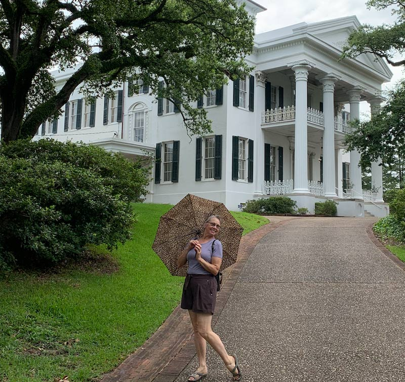 Judy poses in front of a pre-Civil War mansion in Mississippi